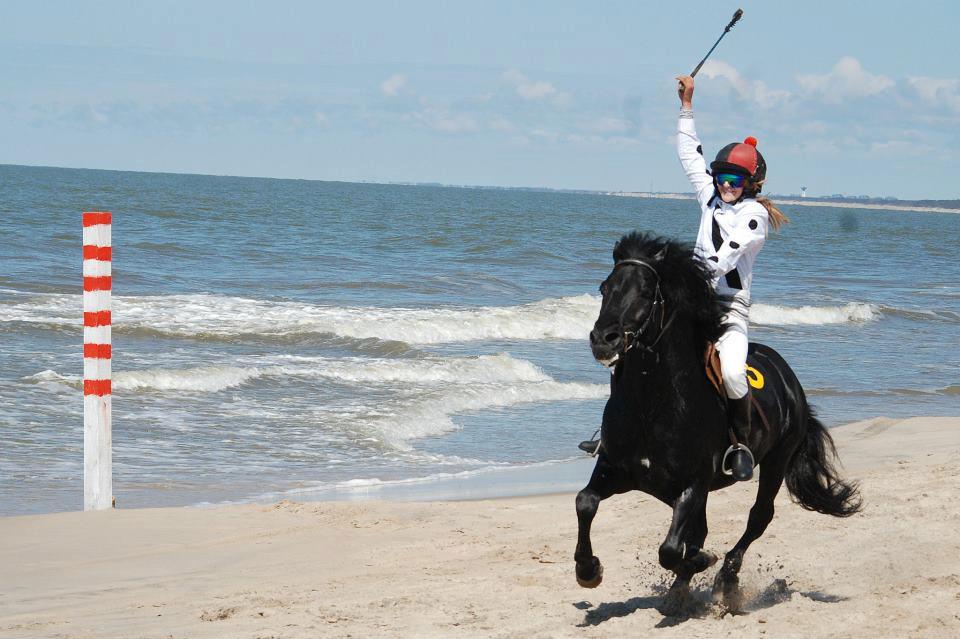 Žirgų paplūdimio lenktynės